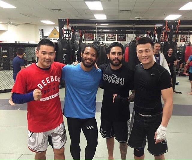 «Корейский зомби» тренируется с Бенсоном Хендерсоном в «MMA Lab»