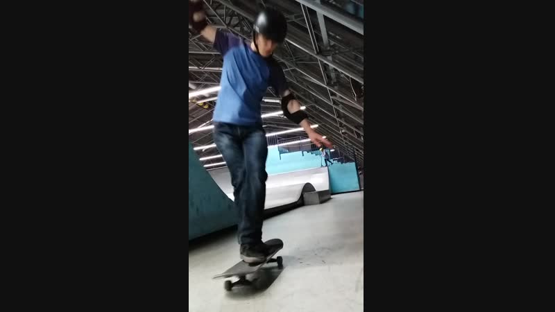 Ramses on skate - kickflip cross foot close up 17.12.2018