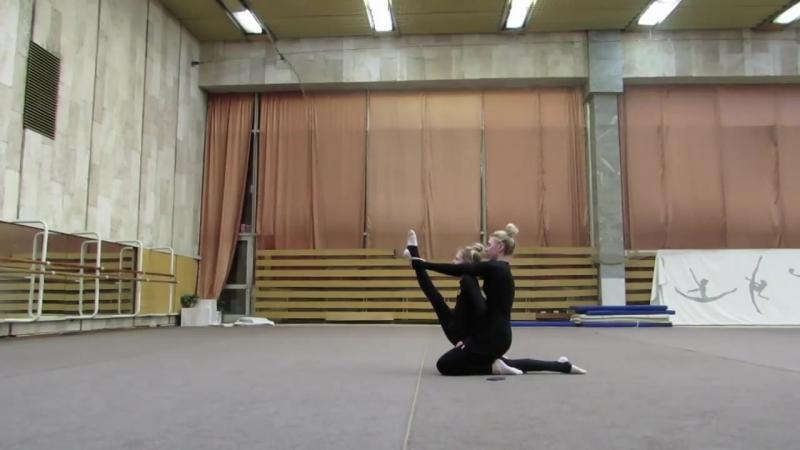 SLs Неделя влогов_ день 3 __ Меня тянет сестра! Растяжка художественная гимнастика