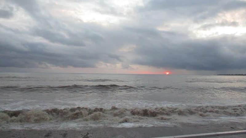 Чёрное море г Сухум шторм 07 01 2019