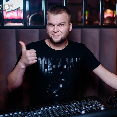 Олег Максютов