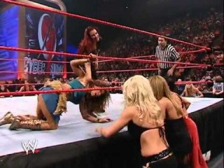 Lita vs Mickie James