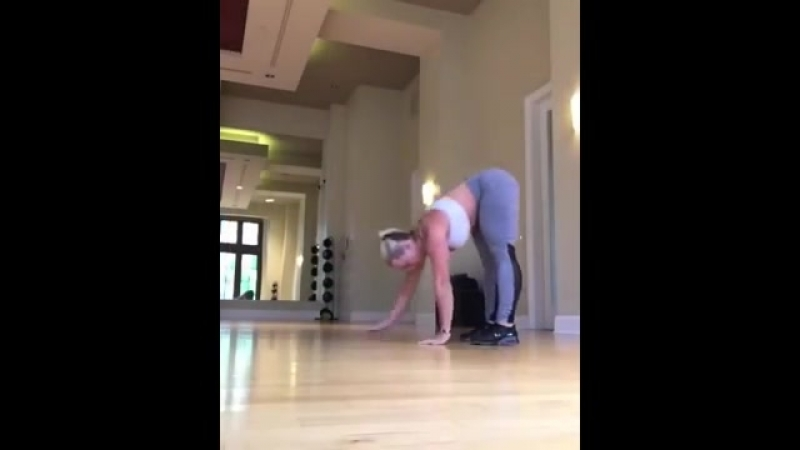 Girl with big butt working out (Must See!)