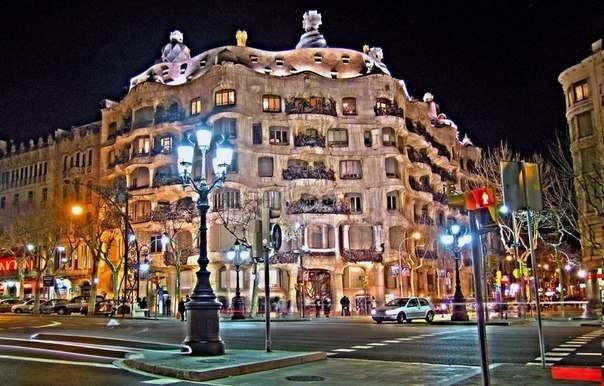 Огни ночной Барселоны.