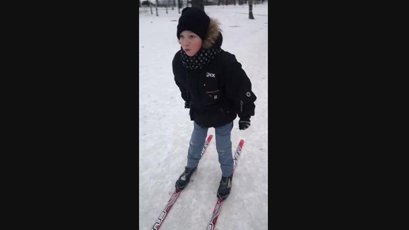 Очень был доволен, не заставить было снять лыжи!⛄❄🎄👍🏂