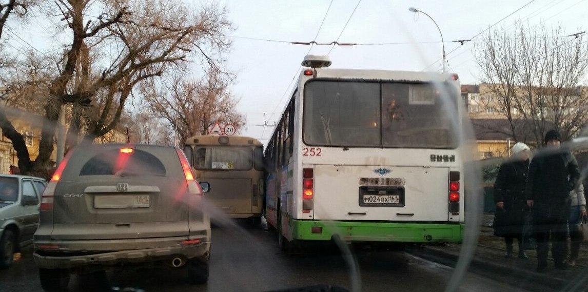 В Таганроге «гонки» на 31-ых автобусах привели к ДТП