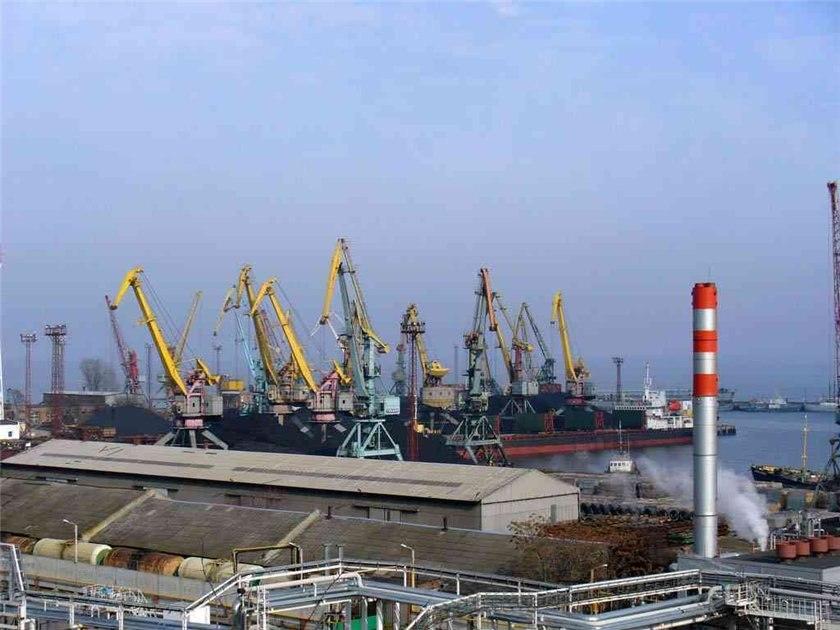 Таганрогский морской порт обязали внести изменения к конкурсу на сумму 224 миллиона рублей