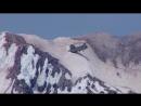 Посадка пассажиров в вертолет в горах