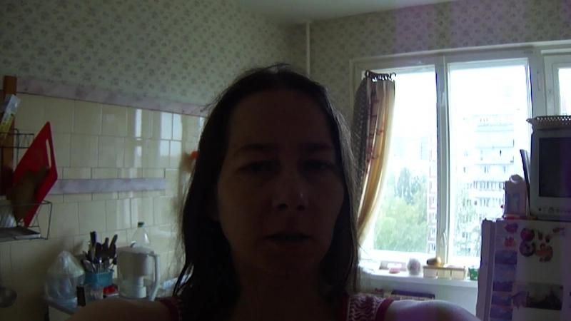 сент.2018-3790-Таня чуть низким голосом читает своё стихотворение без названия _ Мой мир, простой и одинокий, _ стих с 2000 года