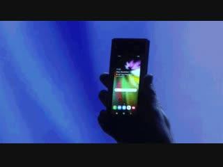 Samsung показала смартфон с гибким экраном