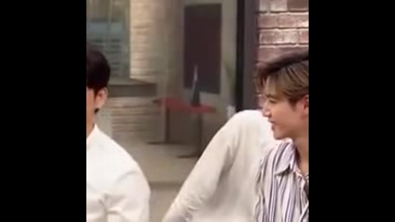 Yugyeom's reaction on jinyoung's answer