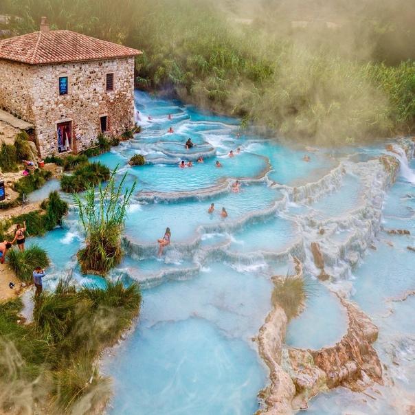 Просыпаясь в горячих источниках Термы ди Сатурния (6:57 утра, вода 37° C, Тоскана, Италия