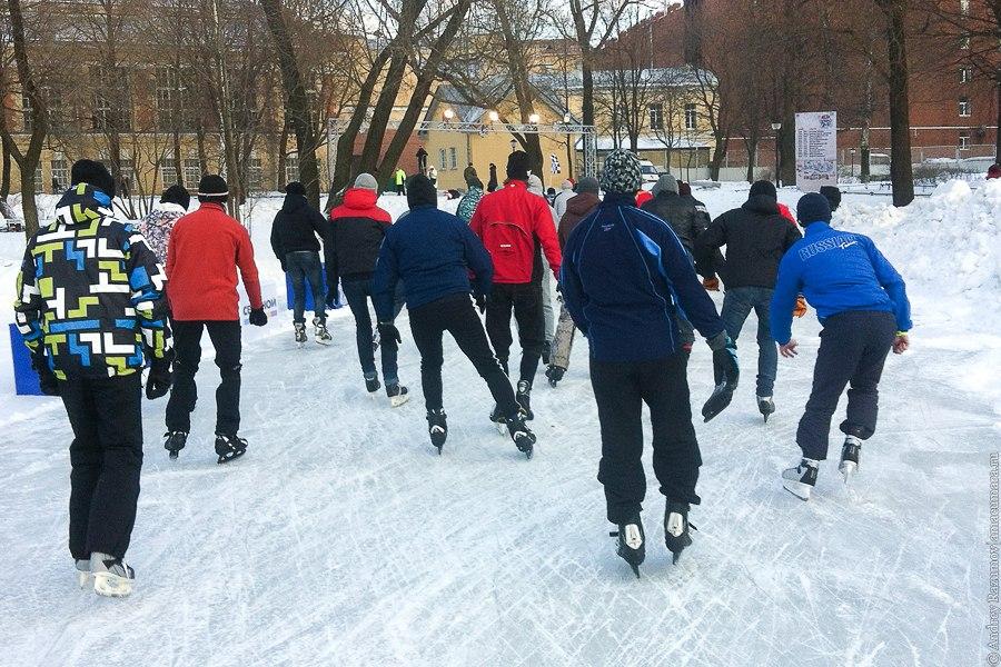 Массовый забег конькобежцев Петровский лед