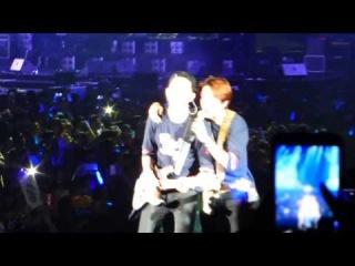 CNBLUE CSHK Day 1 - Boys having fun + Love Girl