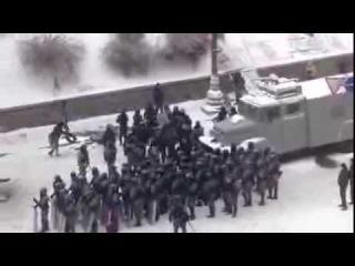 Издевательства Беркута над голым часть 2 , Киев , Украина ( эвромайдан ) ( грушевского ) титушки +18
