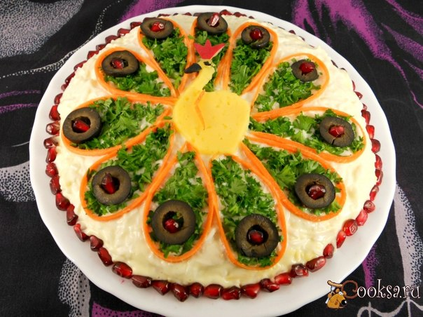 Простой, но очень вкусный салат с рыбными консервами для вашего праздничного стола.