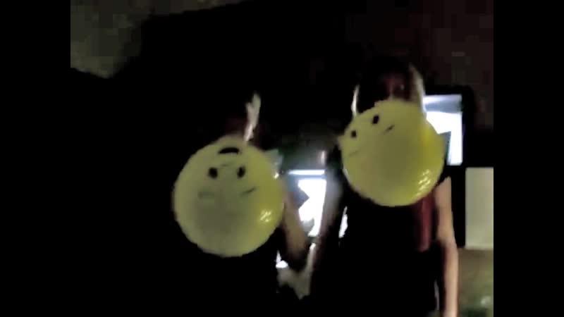 German girls blow to pop loud smiley balloon