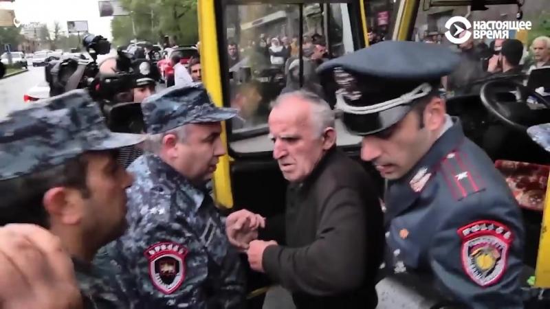 Ереван: водитель маршрутки отказывается везти задержанных