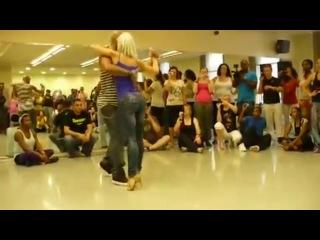 Удивительно прекрасный танец красивой попы (Бачата). Жирновский форум ЖИРАФ