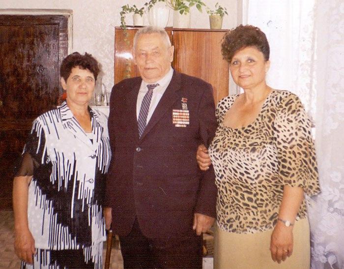 С любимым директором Султановым А.А. и бухгалтером Зиновкиной В.И. в день 45-летия кинотеатра «Октябрь»