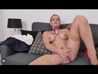 British Milf Elegant Eve masturbating on the couch