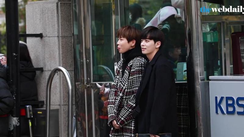 [Новости|VK][17.11.17] Донхён по дороге на Music Bank с красной командой-победителями первой миссии The Unit