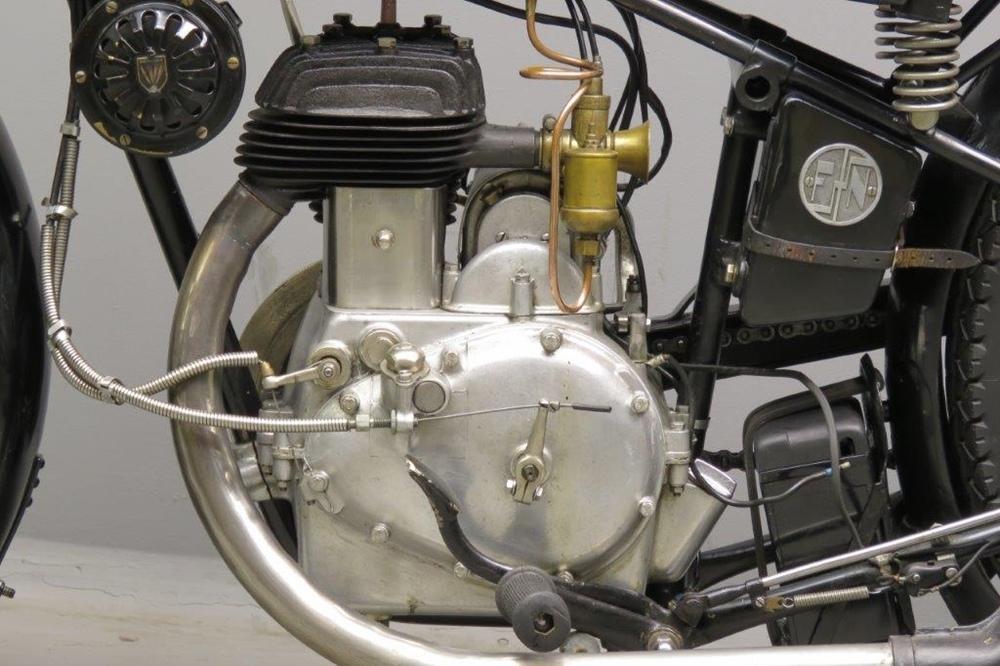 Старинный мотоцикл FN SM70 Sahara 1929