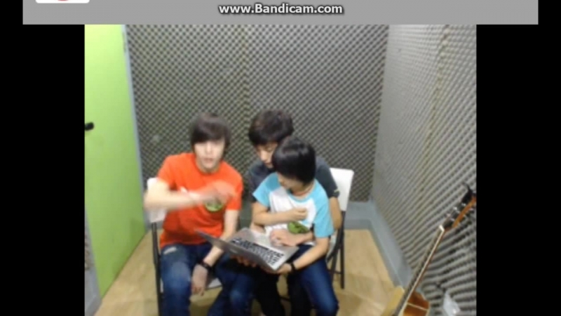 Jisoo Samuel and Hansol 2 lapsitting