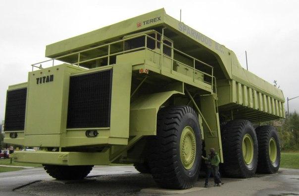 """Terex 33-19 """"Titan"""" '1973 Двигатель 169 490 см³ V16 Мощность 3300 л.с. Максимальная скорость 48 км/ч Привод полный Масса 232 500 кг Грузоподъёмность 318 тонн."""