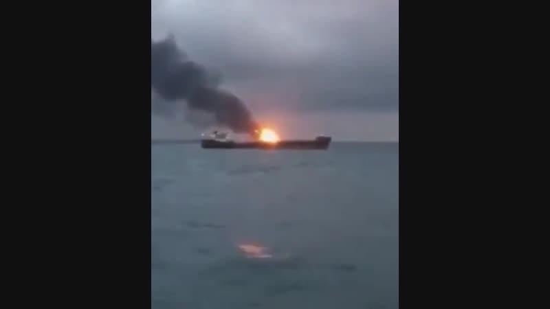 Тушение мощного пожара на суднах в Керченской проливе.