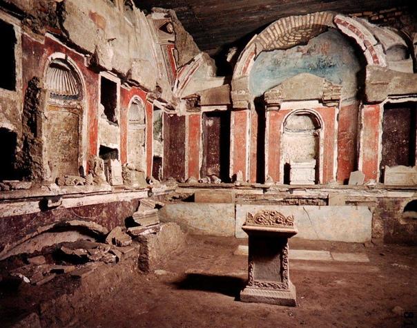 Снимки с раскопок под собором Святого Петра в Ватикане.