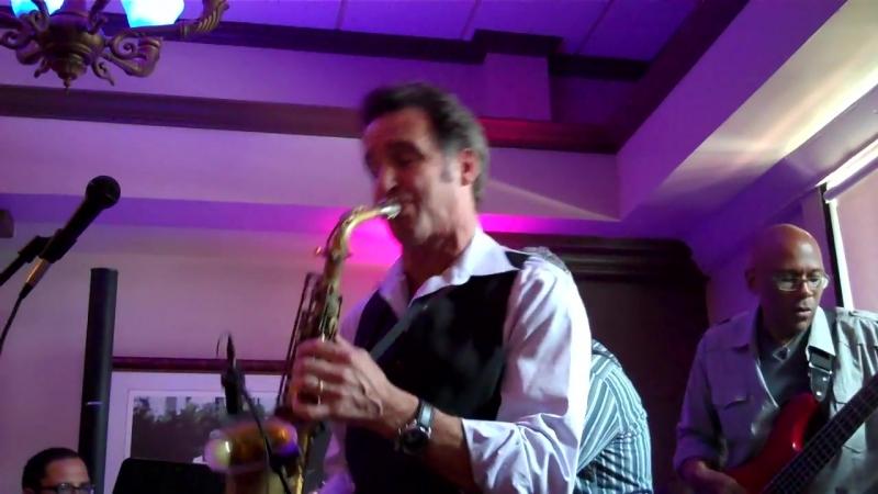 Eric Marienthal performs Hangin on the Boardwalk live at Tuscany La Cosata