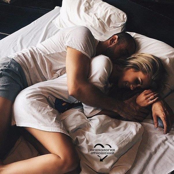 Никогда не игнорируй человека, который заботится больше всего о тебе. Потому что в один прекрасный день, ты можешь проснуться и понять, что потерял Луну, считая звезды.