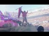 Болгарский спортсмен под гимн РФ въехал на танке на 70-тысячный стадион в Лос-Анджелесе!
