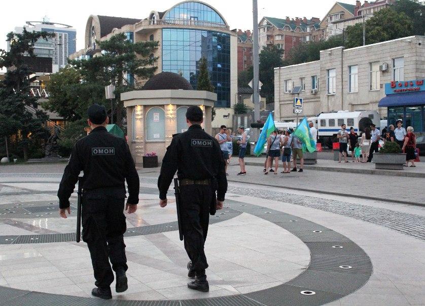 Сотрудники Росгвардии обеспечили охрану общественного порядка во время празднования дня ВДВ РФ