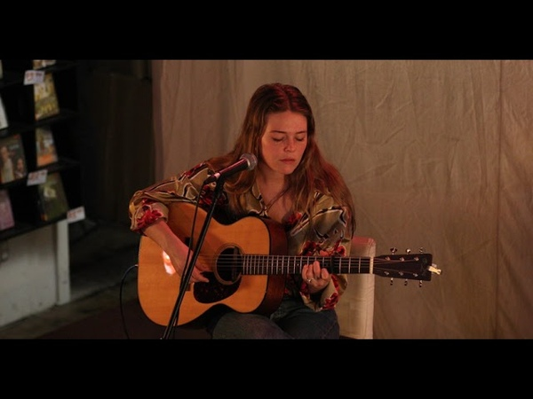 Maggie Rogers an in-store performance at Fingerprints Music