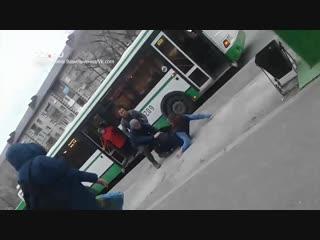 Водители автобусов устроили драку