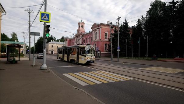 Русские блогеры-урбанисты любят фоткать такой сюжет. Ну я тоже решил попробовать.  7 июля 2018
