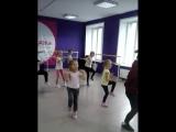 фрагмент занятия в группе Хип-хоп. дети 6-12 лет. Школа танцев