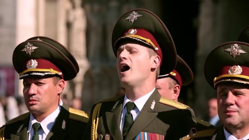 Les Choeurs de l'Armee Rouge sur le parvis de Notre Dame de Paris