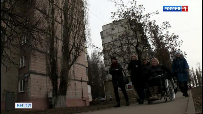 В Липецке прошла массовая проверка приспособленности города к инвалидным коляскам