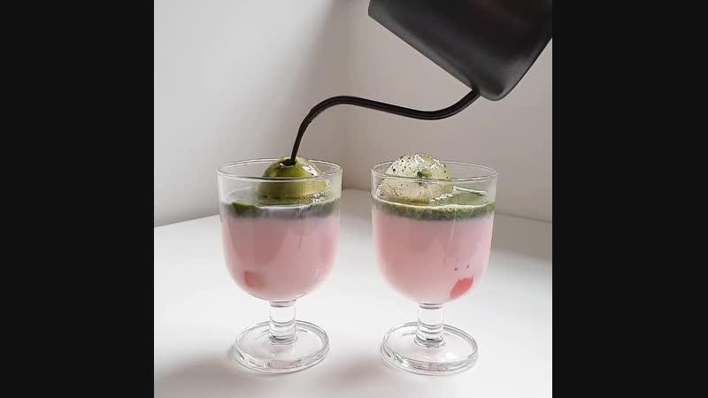 Christmas strawberry matcha latte 🎅