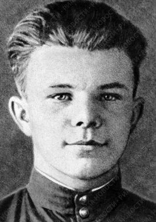 Молодой Юрий Гагарин