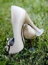 Девушки, которым хоть раз доводилось ходить в туфлях на шпильке по траве, поймут, зачем это…