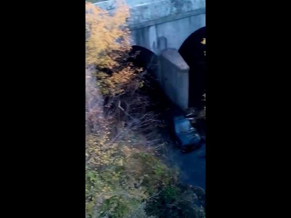 В Серебрянске автомобиль слетел с моста в реку