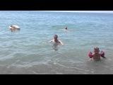 Газовый Сектор в Абхазии на море, Артур Владимирович в море, Елена снимает на камеру 1 часть =)
