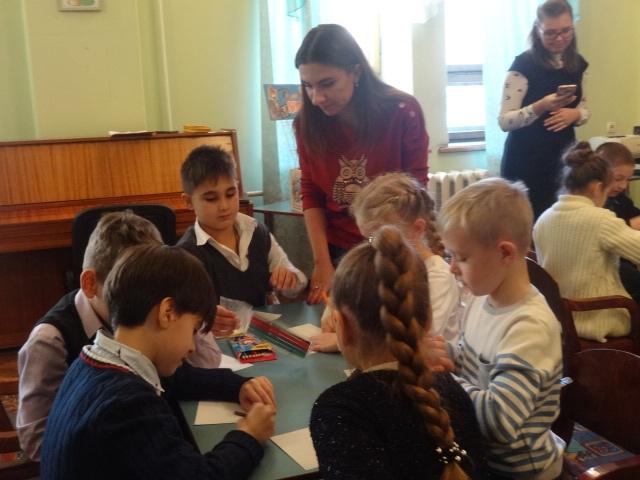 Донецкая республиканская библиотека для детей, отдел обслуживания дошкольников и учащихся 1-4 классов, день рассматривания старых фотографий