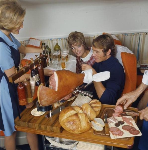 Снимок из первого класса авиакомпании SAS, перекус 1960 гг.