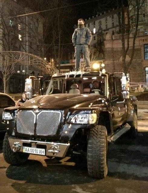 Автомобили януковича в межгорье фото