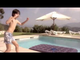 Видео не существует/American boy sings a Russian song   Американский мальчик поет Русскую песню !